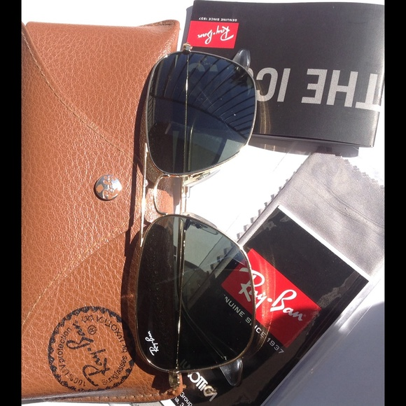 77167e9fa3 Ray-Ban Caravan Arista Frame Green Lens Sunglasses.  M 5b24804b194dad5043c8f390